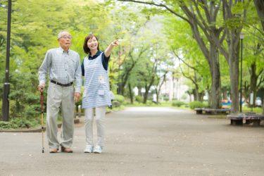 老人車を押すひとり歩きのおばあちゃんとの出会い
